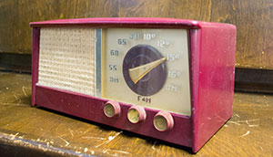 Image of an old radio